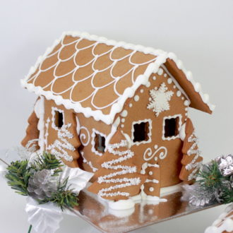 GINGERBREAD HOUSE RUSTIC